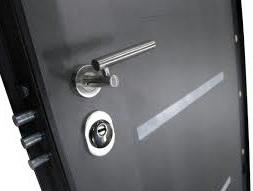 une porte installée par équipe deserrurierSceaux